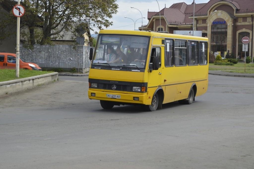 žlutý autobus Užhorod