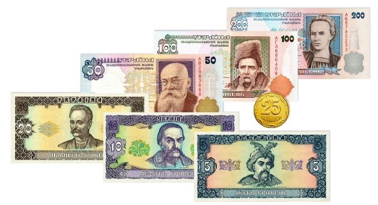 Mince 25 kopějek, bankovky 5, 10, 20, 50 a 100 hřiven.